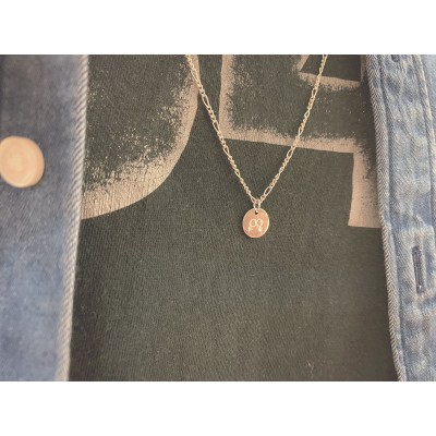 Chapa Love is Love hombre 11mm plata chapada en oro